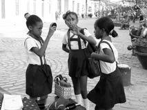Écolières dans la rue Photo stock