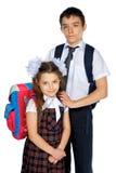 Écolier et écolière avec des sacs d'école Image libre de droits