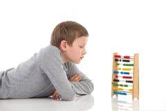 Écolier et abaque de pensée Image libre de droits