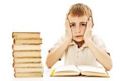 Écolier fâché avec des difficultés d'apprentissage Images libres de droits