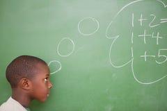 Écolier pensant aux ajouts Images libres de droits