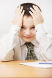 Écolier positif au bureau Photo libre de droits