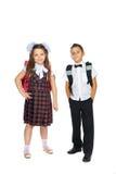 Écoliers avec des sacs d'école Photo stock