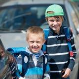 Écoliers dehors Photographie stock libre de droits