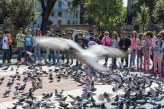 Écoliers jouant à Barcelone photographie stock libre de droits