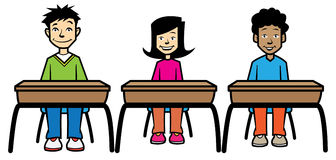Écoliers reposés aux bureaux Image stock