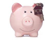 Économie à obtenir sur l'échelle de propriété photographie stock