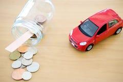 Économie d'argent pour la voiture dans le verre photographie stock