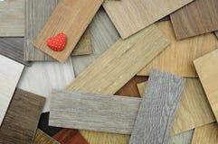 Économies d'amour la terre sur le fond en bois, échantillons de stratifié Photo stock
