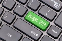 Économisez 2019 sur le vert introduisent la clé, d'un clavier noir image stock