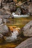 Écoulement d'eau paisible Photos stock