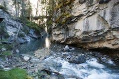 Écoulement de rivière en canyon de Johnston Image libre de droits