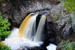 Écoulement du nord de rivière de rivage du Minnesota Photos stock