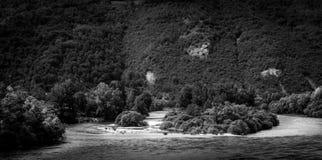 Écoulement naturel de la rivière de Drina Images stock