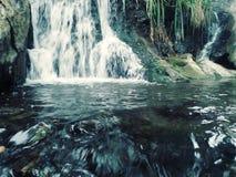 Écoulement trompeur de l'eau Image libre de droits