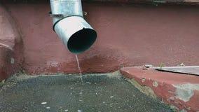 Écoulements d'eau du drain