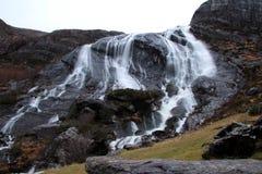 Écoulements de cascade photographie stock
