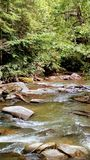 Écoulements de détente de rivière photos stock