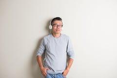 Écoute asiatique d'aîné Image stock
