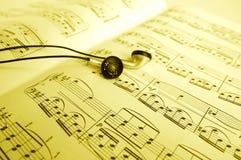 Écouter la musique Photographie stock libre de droits