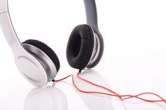 Écouteur blanc sur le fond blanc Image stock