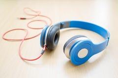 Écouteur bleu photographie stock libre de droits