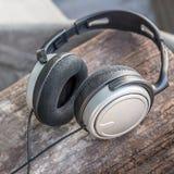 Écouteur sur en bois Image stock