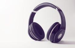 Écouteurs d'isolement sur le fond blanc Image libre de droits
