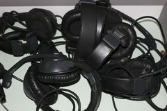 Écouteurs d'isolement sur un fond blanc photo libre de droits