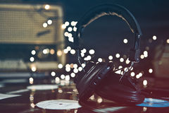 Écouteurs et enregistrements de cru Images libres de droits