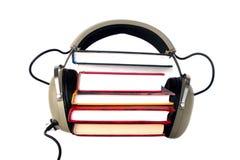 Écouteurs et livres de vieux type Photos stock