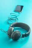 Écouteurs et téléphone portable gris de vintage Images libres de droits