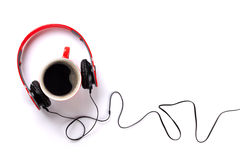 Écouteurs et tasse de café Images stock