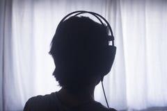 Écouteurs femelles de femme de disc-jockey du DJ image libre de droits