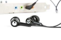 Écouteurs noirs avec la carte sonore Photos libres de droits
