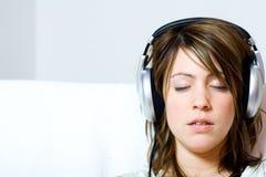 écouteurs s'usant la femme Photographie stock libre de droits