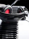 Écouteurs sur le clavier Photographie stock libre de droits
