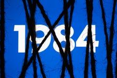 Écran étroitement enveloppé et attaché avec la corde brute Concept de censure sur les réseaux sociaux totalitarisme dictature image stock
