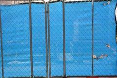 Écran bleu avec des trous au chantier de construction à Portland, Orégon photo libre de droits