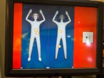 Écran d'équipement de contrôle de sécurité de rayon X avec le corps humain Images stock