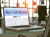 Écran d'ordinateur portable avec le concept de design d'emballage Photographie stock