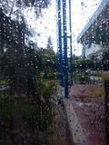 Écran de fenêtre de jour pluvieux photos stock