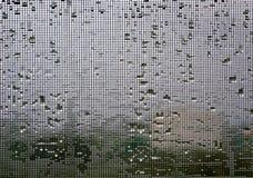 Écran de fil de moustique l'hiver pleuvant le fond photos stock