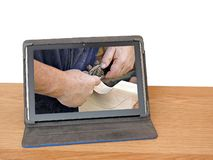 Écran de rabotage de comprimé d'ordinateur de leçon de classe en bois d'outil de travail du bois de travailleur du bois image stock