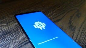 Écran de téléphone de Logo Icon On The Smart de robot d'Android clips vidéos
