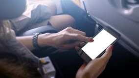 Écran de téléphone portable de contact et de glissière sur l'avion ou les avions, b image libre de droits