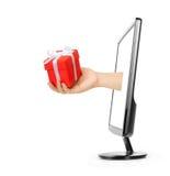 Écran et main d'ordinateur avec le cadre de cadeau Photographie stock libre de droits