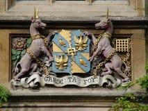 Écran protecteur et emblème antiques avec des licornes Photographie stock