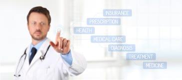 Écran tactile de docteur avec des soins de santé médicaux de doigt Image stock