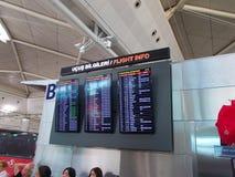 Écrans d'infos de vol sur l'aéroport Photos libres de droits